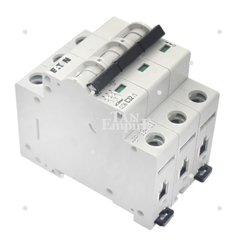 Tri-phase circuit breaker C32A